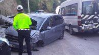 Yolcu minibüsü otomobille çarpıştı… Yaralılar var…
