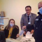 Çalışanlara maske ve eldiven dağıtıldı…