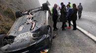 Ölümden döndü… Doktor otomobiliyle takla attı…